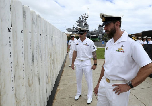 Members of Australian Clearance Dive Teams Pay Tribute to Fallen at Pearl Harbour